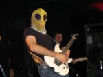 Jonathan_Affleck-imjon/Joe-wears-alien-mask-from-a-fan-during-summer-song